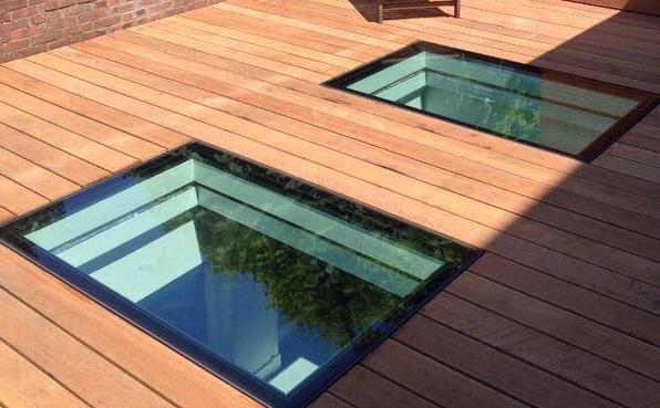 Begehbares glas im Dachterrasse